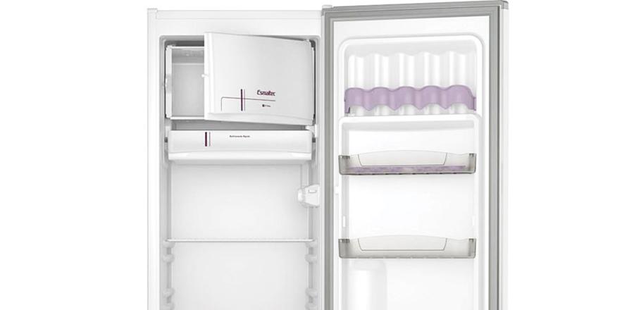 geladeira Esmaltec ROC31 interno